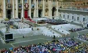 Multidão acompanha cerimônia de canonização de quatro religiosas no Vaticano