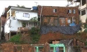 Famílias que moram em áreas de risco de Salvador cobram ajuda Defesa Civil