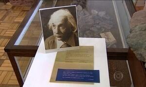Carta enviada por Albert Einstein é encontra em escola de Porto Alegre