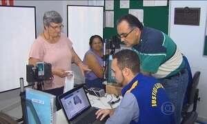 Eleitores esperam horas para cadastramento biométrico  no PR