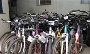 Bicicletas roubadas recuperadas pela polícia lotam depósitos