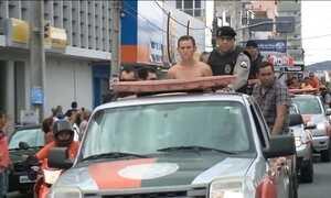 Cinco suspeitos do assassinato de policial são exibidos no sertão da Paraíba