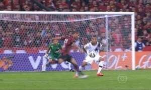 Atlético-PR surpreende e larga na frente no Campeonato Brasileiro