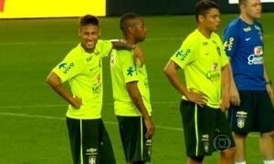 Neymar e Robinho se destacam em treino antes do amistoso contra Honduras