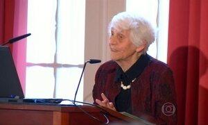Mulher de 102 anos é a pessoa mais velha do mundo a receber doutorado
