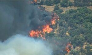 Mais de mil pessoas são obrigadas a abandonar as casas por causa de incêndios nos EUA