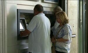 Gregos começam corrida aos bancos com medo de cortes