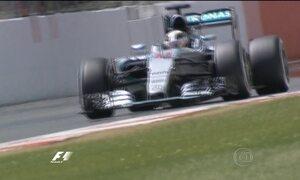 Lewis Hamilton larga na frente no Grande Prêmio da Inglaterra de Fórmula 1