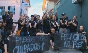 Servidores do RS protestam contra parcelamento de salários