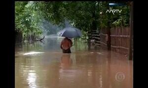 Inundações provocam desabamento de uma rua inteira na China