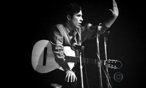 Geraldo Vandré fez história com canções de resistência à ditadura