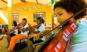 Projeto apoiado pelo Criança Esperança ajuda jovens da periferia Campo Grande (MS)