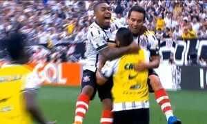 Corinthians vence Cruzeiro e se mantém na liderança