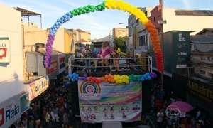 Parada Gay celebra diversidade sexual em Madureira, no Rio