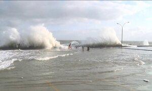 Superlua faz maré subir muito e provoca prejuízo em São Luís