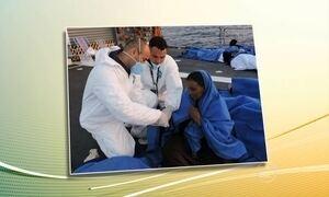Navio da Marinha brasileira resgata 220 imigrantes no Mar Mediterrâneo