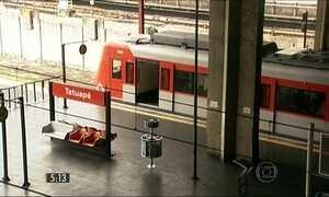 Funcionário da CPTM é filmado assediando passageira em trem