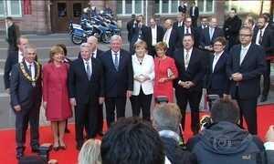 Alemanha celebra 25 anos da reunificação e Merkel cita refugiados
