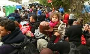Líderes anunciam 100 mil vagas para refugiados na Grécia e região dos Balcãs