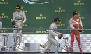 Lewis Hamilton conquista o tricampeonato na melhor fase de sua carreira na Fórmula 1