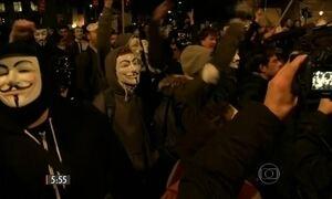 Polícia e Anonymous entram em confronto durante protesto em Londres