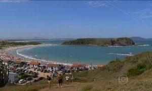 Cabo Frio encanta turistas com praias de águas cristalinas e areia branca
