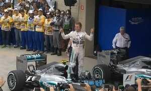 Nico Rosberg vence a última corrida do ano na Fórmula 1
