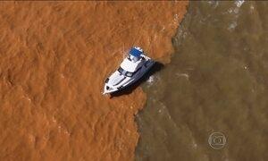 Vento muda de direção e empurra lama para litoral do Espírito Santo