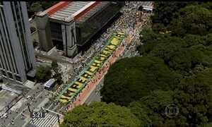 Milhares de brasileiros tomam as ruas pelo impeachment de Dilma