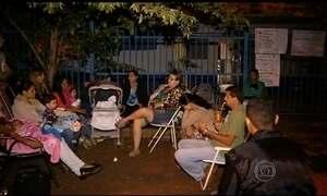 Pais acampam para tentar matricular filhos em creches públicas pelo país
