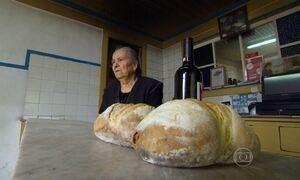 Pão feito em forno a lenha é tesouro de pequena vila em Portugal