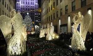 Festival de luzes nas lojas encanta moradores e turistas em Nova York
