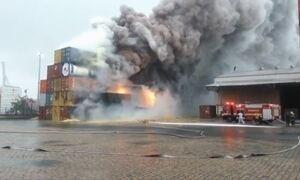 Autoridades investigam substâncias químicas liberadas por nuvem tóxica