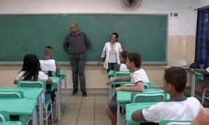 Diretor de escola muda vida de alunos e ganha prêmio Educador Nota 10