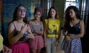 Meninas dão nova cara a manifestações em São Paulo