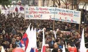 Gregos protestam contra plano do governo de reforma da Previdência