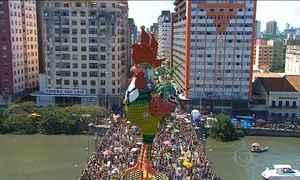 Galo da Madrugada comanda folia no Recife e homenageia Chico Science