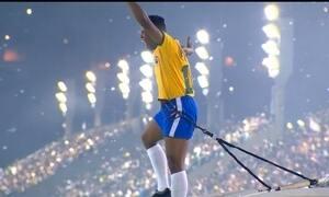 Grande Rio homenageia Santos e Pelé, o filho mais ilustre da cidade paulista