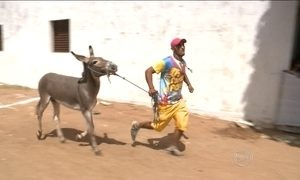 Corrida de jegue é atração no sertão da Paraíba em pleno carnaval