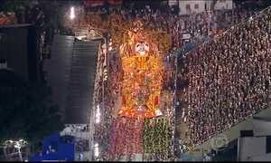 Confira os melhores momentos da primeira noite dos desfiles das escolas de samba do Rio