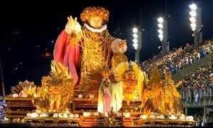 Mangueira celebra título de campeã do Carnaval do RJ após 13 anos de espera
