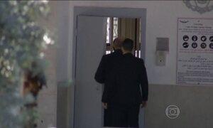 Ex-primeiro-ministro israelense é preso acusado de receber propina
