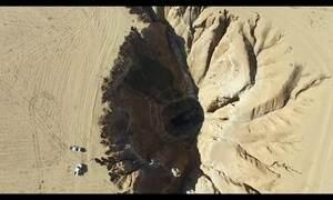 Fenda gigantesca na Síria servia de cova para vítimas do Estado Islâmico