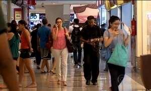 Consumo das famílias no Brasil cai 4% em 2015, mostra PIB