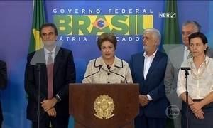 Presidente Dilma faz pronunciamento depois de conversar com Lula durante a tarde