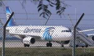 Homem sequestra avião no Egito, desvia voo para o Chipre e faz reféns