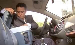 Taxistas dão descontos e oferecem mordomias para não perder viagens