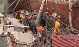 Bombeiros buscam vítima de desabamento em Diadema (SP)