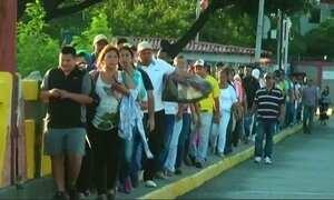 Falta de mantimentos provoca corrida à Colômbia
