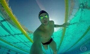 'Vai, Thiago!': o menino que quase morreu afogado virou nadador
